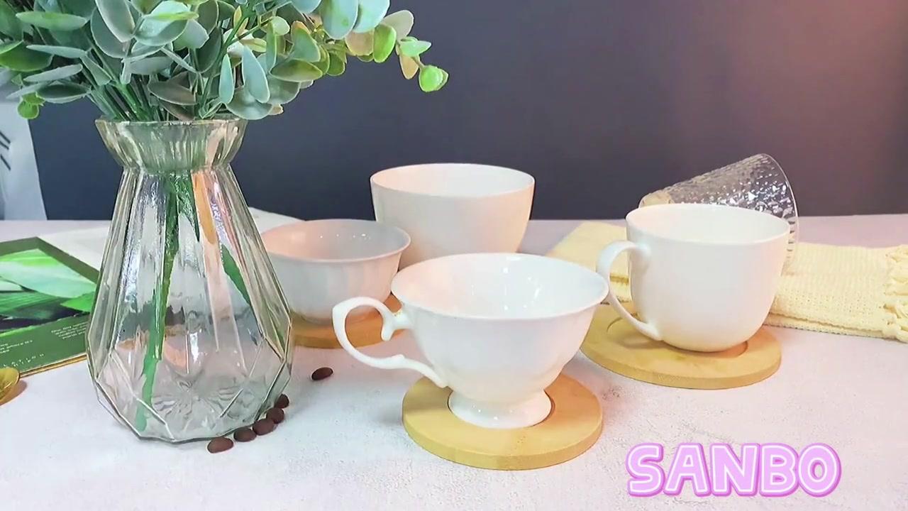 Coupe de café en porcelaine avec soucoupe en bambou