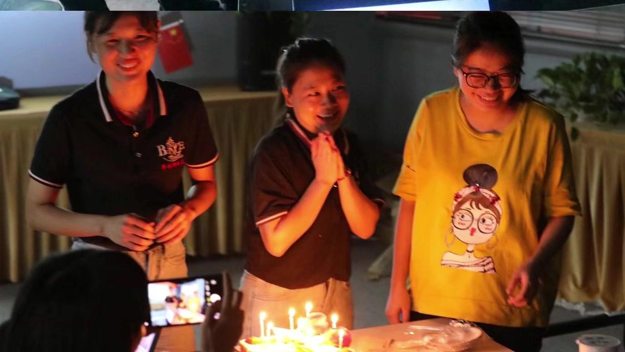 Bữa tiệc sinh nhật Blince-thủy lực