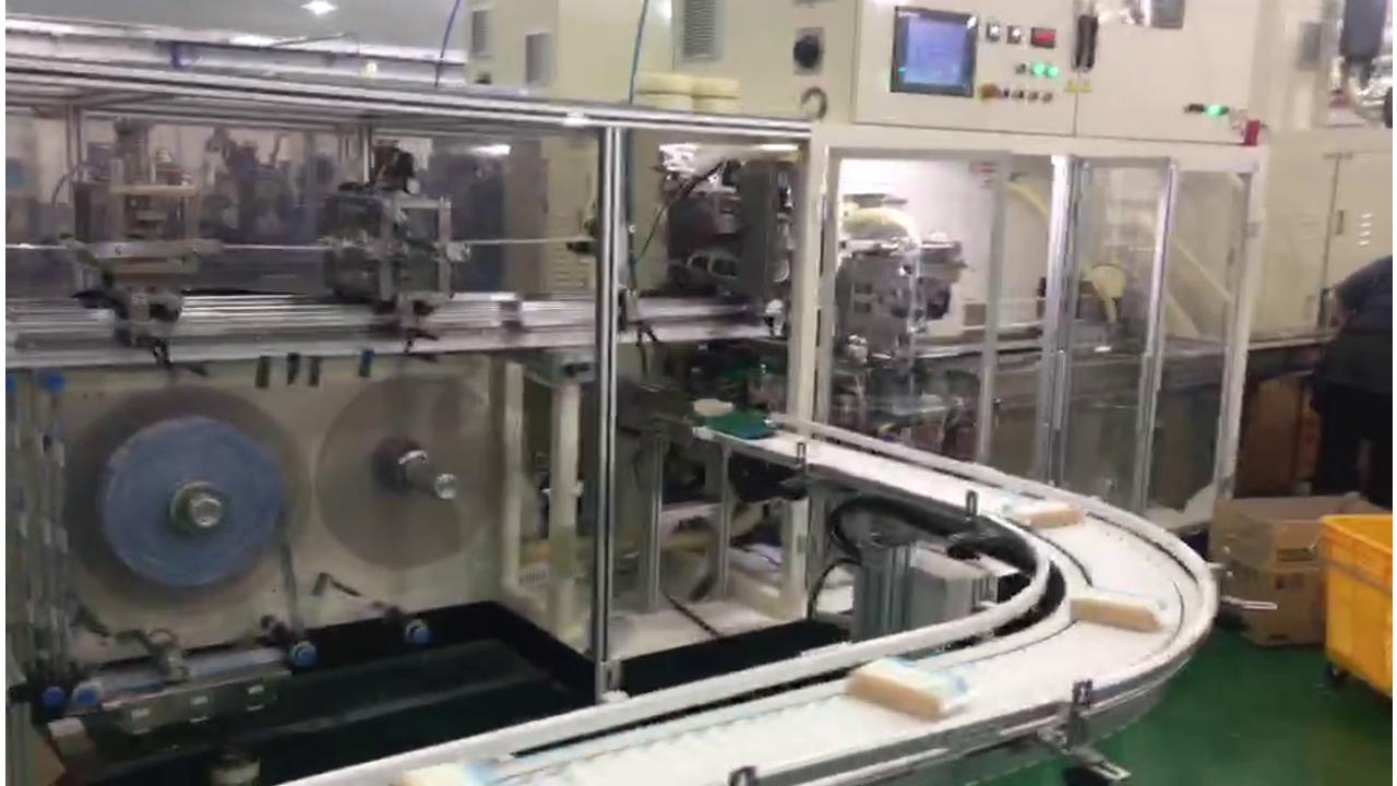 Машина для производства гигиенических салфеток JWC работает в Южной Корее