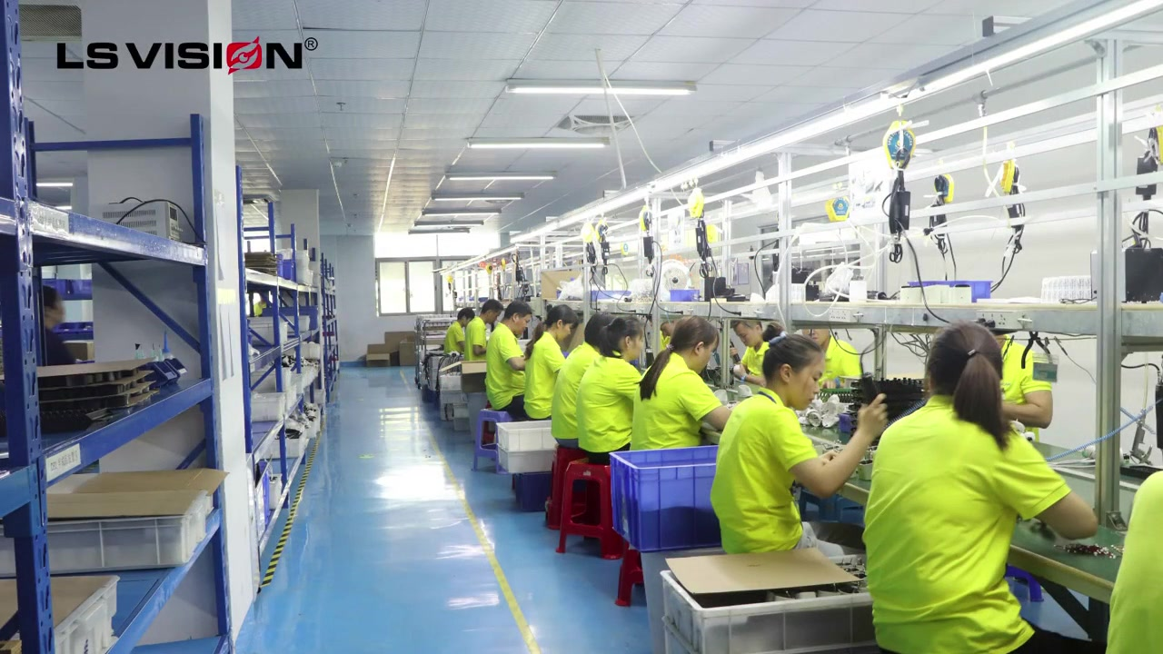 Obszar produkcji fabryki i obszar magazynowy dla profesjonalnych producentów branży bezpieczeństwa