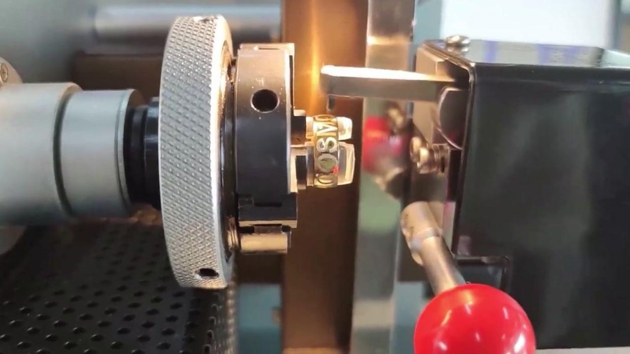 Mini Dot Peen สลักเครื่องสำหรับการทำเครื่องหมายแหวน | ผู้ผลิต: Cosmo เลเซอร์