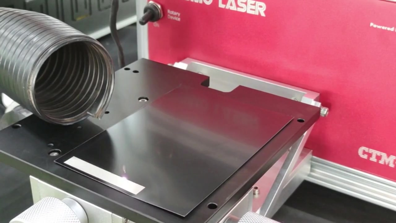 Mesin penandaan laser serat dengan kolektor debu