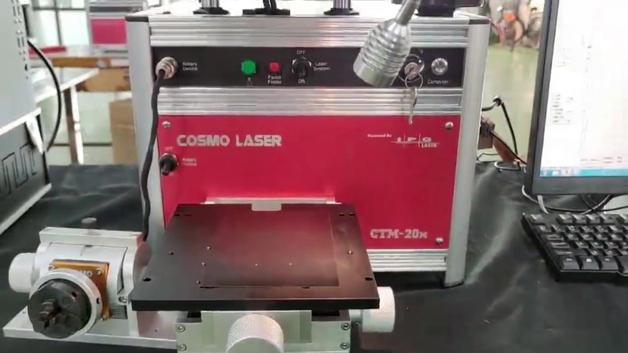 Tandai gambar pada logam dengan mesin penandaan laser serat